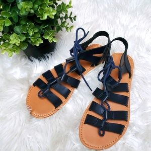 Daisy Fuentes Size 7 Black Strappy Sandals.